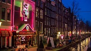 Amsterdam, 5 december 2016 – Casa Rosso, sekstheater op De Wallen (Oudezijds Achterburgwal). Foto: Mats van Soolingen