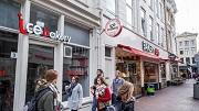 Nederland, Amsterdam, 06-2016. IJSZAKEN MOETEN SLUITEN. `Enkele Ijswinkels moeten sluiten omdat ze zicht niet aan de regels houden. Op de foto: Ice Bakery, Oude Doelenstraat 5-9 Foto: Rink Hof