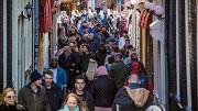 AMSTERDAM -Het wordt druk in Amsterdam komend weekend. Want Pasen. Ook op de Wallen zijn veel toeristen te vinden. COPYRIGHT MAARTEN BRANTE