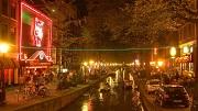 2007-04-27 21:18:44 Amsterdam, stadsbeeld: De Wallen, Rosse Buurt; Oude Zijds Achterburgwal met Casa Rosso en andere sexhuizen.
