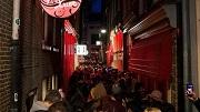 Nederland, Amsterdam, 14 mei 2016 Wallen drukte mensenmassa prostitutie  foto: Elmer van der Marel