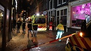 at5-man-met-glas-gestoken-warmoesstraat