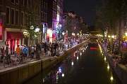 Nederland, Amsterdam, 23 juli 2013 Oudezijds Achterburgwal, gracht, canal, night, nacht, red light district, de wallen, wallen, 1012, toerisme, tourism, toeristen, tourists Foto: Thomas Schlijper night canal light red amsterdam the netherlands Netherlands tourism the red light district district de tourists FOTO Nederland Nacht Thomas 23 Juli Toerisme Achterburgwal Oudezijds 2013 gracht toeristen WALLEN 1012 Oudezijds Achterburgwal de wallen schlijper ORG XMIT: NO IPTC INFO