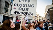NU prostituees-protesteren-in-amsterdam-sluiting-ramen (© ANP)