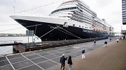 Cruiseschip ms Koningsdam in Amsterdam