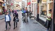 Amsterdam, 3 september 2015. Sfeerbeeld van de Zeedijk, Ijswinkel Aurora. foto: Marc Driessen