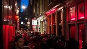 Nederland, Amsterdam, 14 mei 2016 Wallen drukte mensenmassa stoofsteeg foto: Elmer van der Marel