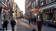Nederland, Amsterdam, 05-01-2017. DE ZEEDIJK. Sfeerbeeld van de Zeedijk. Foto: Rink Hof