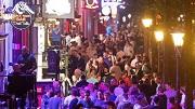 Amsterdam, 29-7-2018. Drukte op de Wallen, de hoerenbuurt van Amsterdam. Er is onderzoek gedaan in de rosse buurt door ombudsman Arre Zuurmond over de leefbaarheid van de buurt. Foto Olaf Kraak/HH
