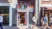 Amsterdam 08-08-2018 Toeristenwinkels in het centrum, damstraatFoto: Tammy van Nerum