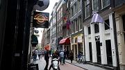 2012-05-12 13:51:12 AMSTERDAM - Exterieur van het oudste huis van Amsterdam, aan de Warmoesstraat nummer 90. Tijdens een inspectie na een brand kwam aan het licht dat het huis, voorheen in gebruik als homobar, uit 1485 stamt. Het pand, met houtskelet, gaat schuil achter een voorgevel van rond 1800. ANP EVERT ELZINGA