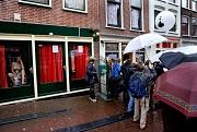 trouw-amsterdam-maakt-einde-aan-rondleidingen-wallen